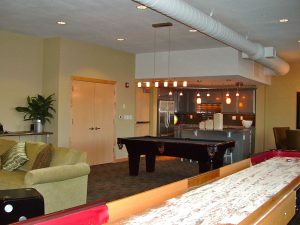 In the condo fee, some associations provide dedicated recreation facilities, both indoor and outdoor.