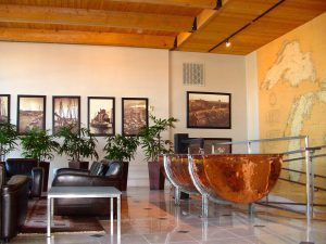 Many larger associations offer a dedicated, decorated lobby, with seating for residents and their guests.